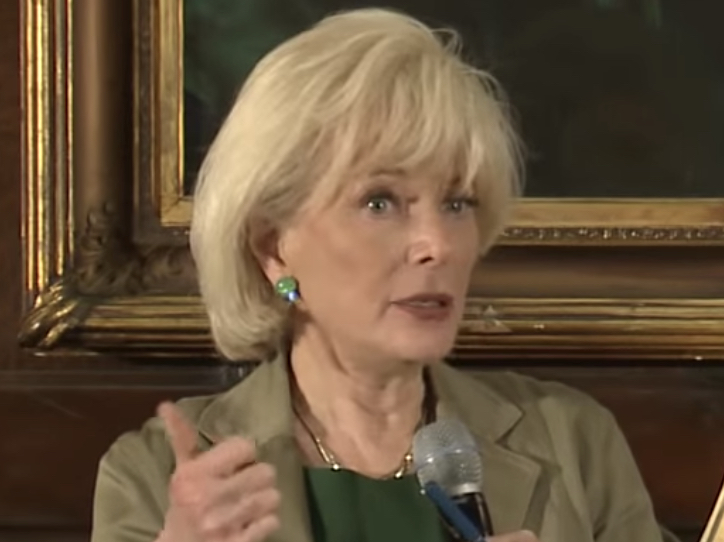 Lesley Stahl Trump Told Me He Uses Term Fake News To Discredit The Media