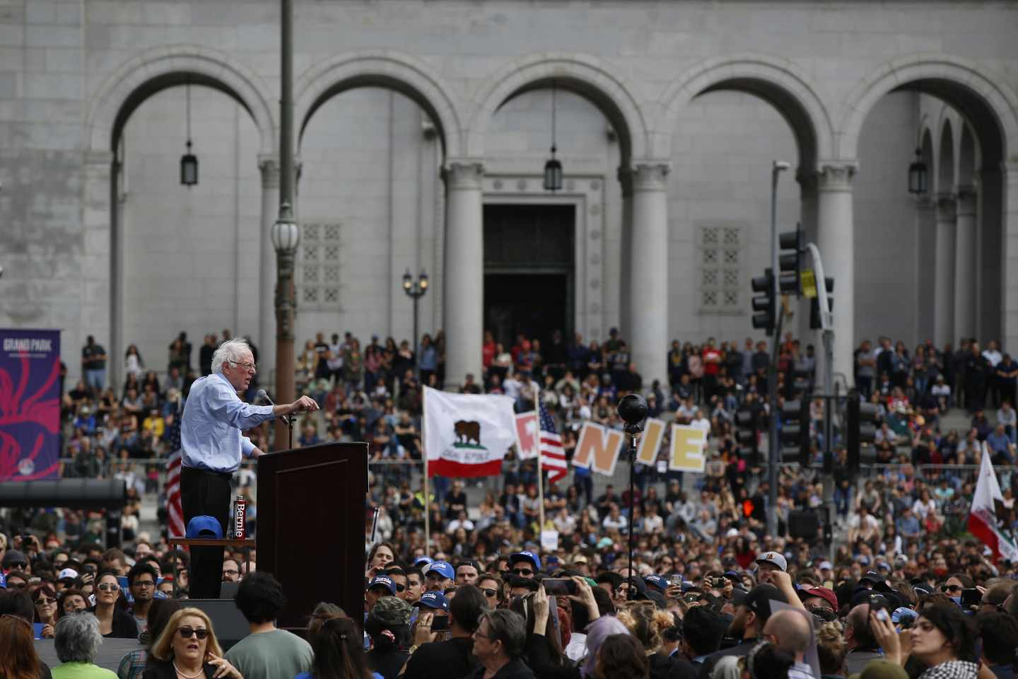 Sanders Aims to Stake an Early Claim to California