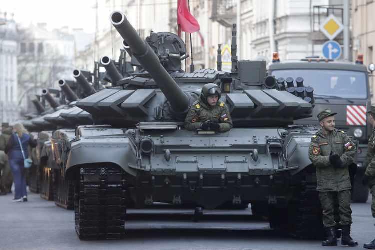 Russia Develops Unmanned T-72s