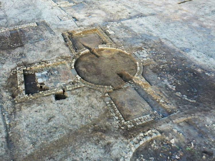 Archaeologists Unearth Roman Ruins Unlike Any in U.K.
